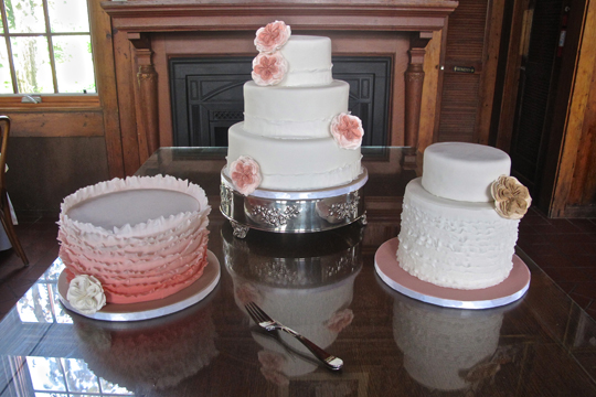 ruffle-table-cakes