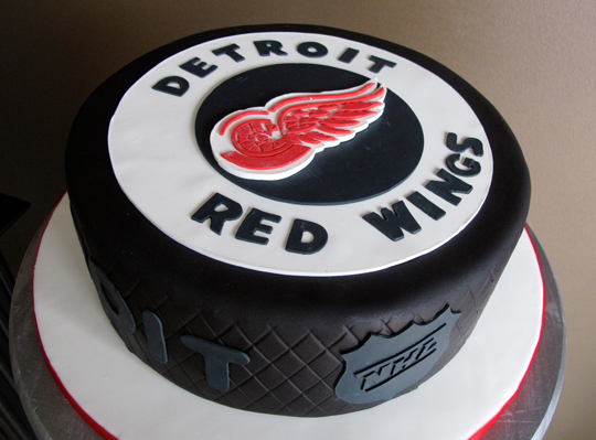 red-wings-puck